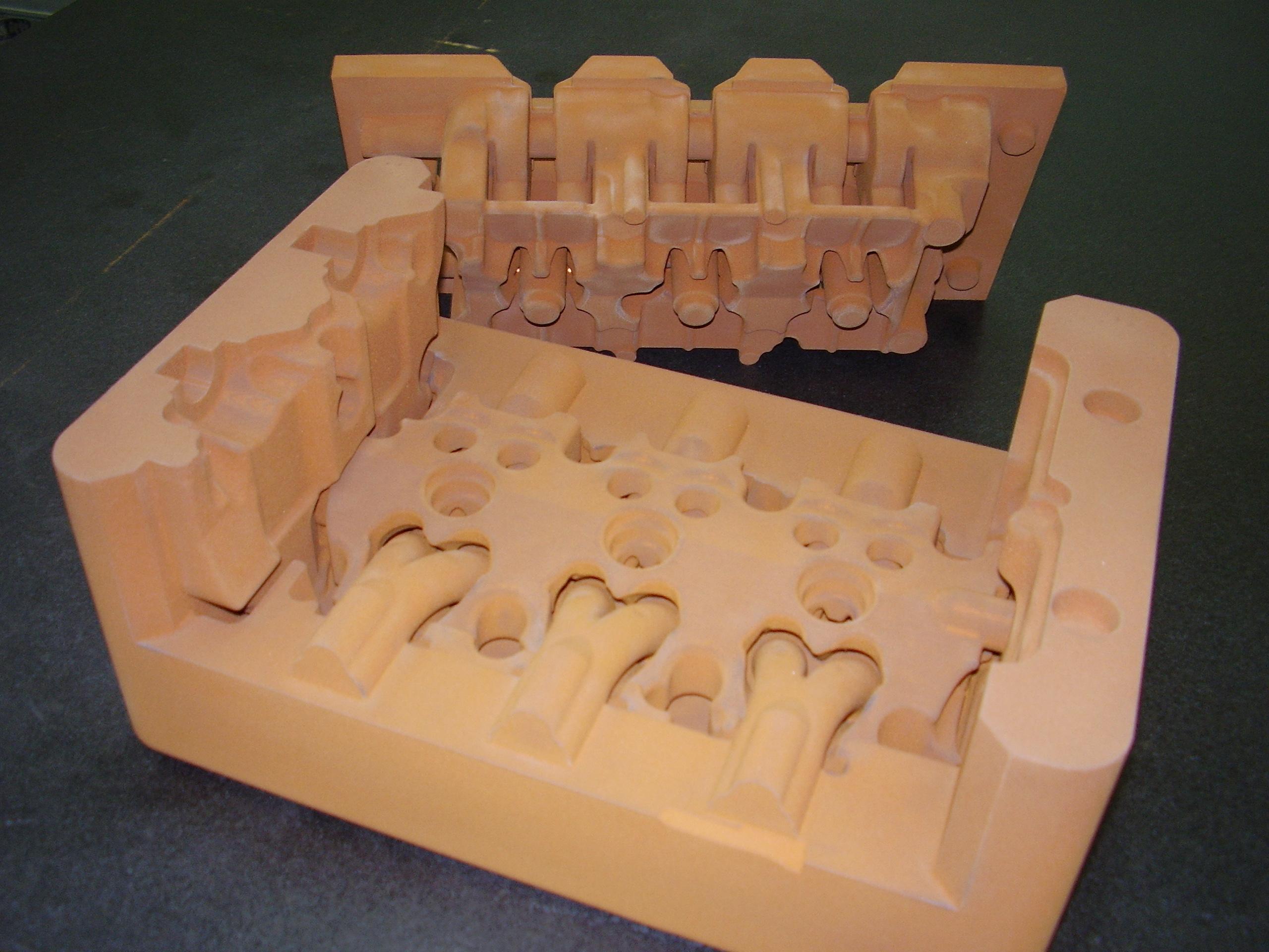 シリンダーヘッド[砂型・鋳造加...